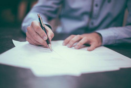 Contratto a termine: l'onere del datore di specificare le ragioni sostitutive